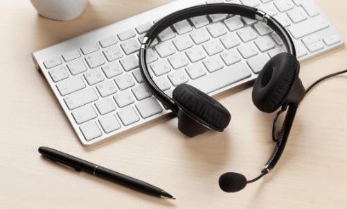 Interpreter equipment for remote simultaneous interpretation with Interprefy